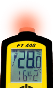 The FT 440 flashes a red light, which indicates that the oil has a bad quality