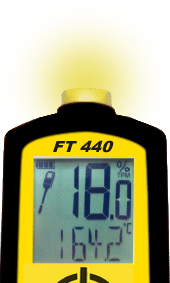 The FT 440 flashes a yellow light, which indicates that the oil has a medium quality